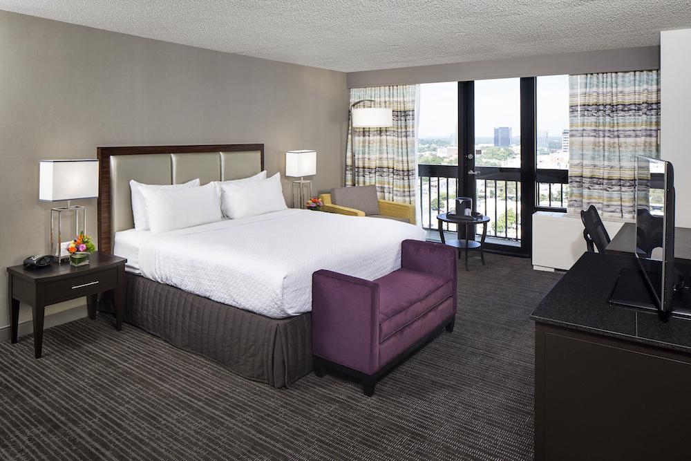 Crowne Plaza ATL Midtown – King Suite Room